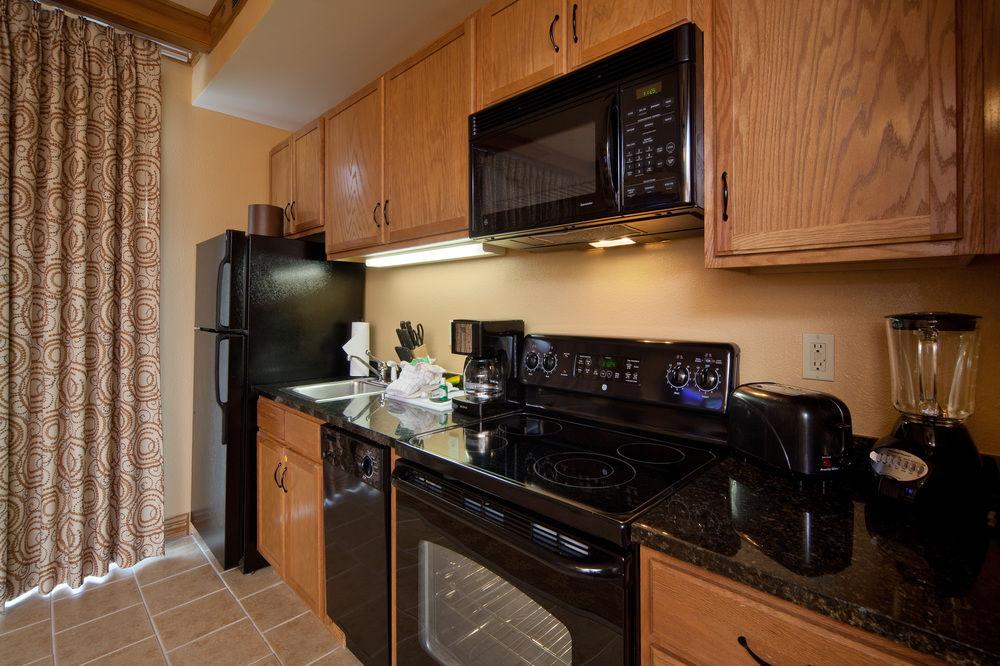 Gatlinburg Holiday Inn Club Vacations Smoky Mountain Resort    SmokyMountains.com